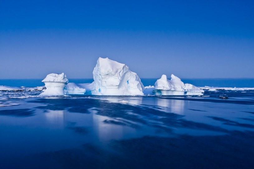 Wskutek globalnego ocieplenia topnieją lodowce /123RF/PICSEL