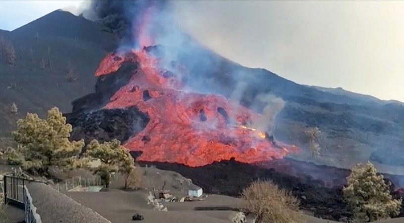 Wskutek zajęcia fabryki przez wulkaniczną magmę do powietrza przedostały się toksyczne gazy /AFP PHOTO / HANDOUT / Spanish Geological and Mining Institute (IGME-CSIC) /East News