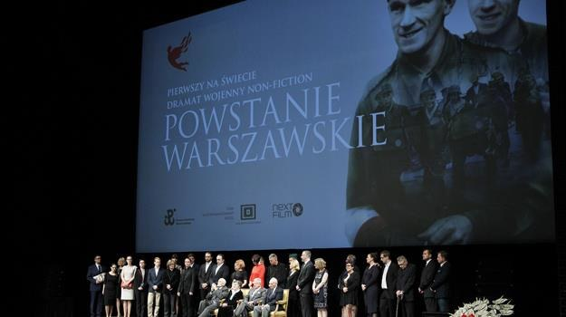 """Wspaniały dokument, imponujący film - mówiono po premierze """"Powstania Warszawskiego"""" /fot. Podlewski /AKPA"""