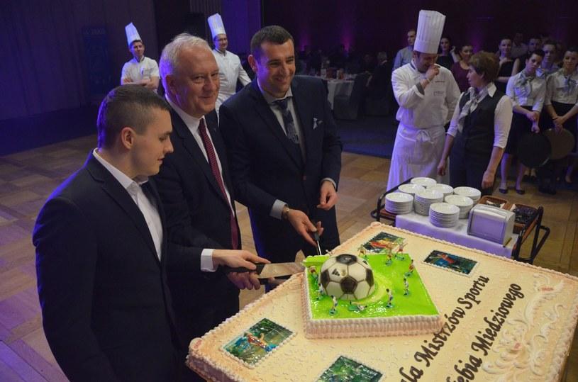 Wspaniały tort na udanej gali. /INTERIA.PL