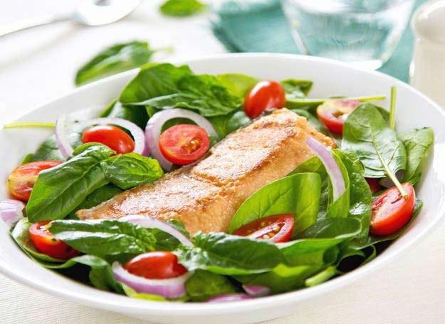 Wsparciem dla układu odpornościowego jest urozmaicona dieta bogata w witaminy /123RF/PICSEL