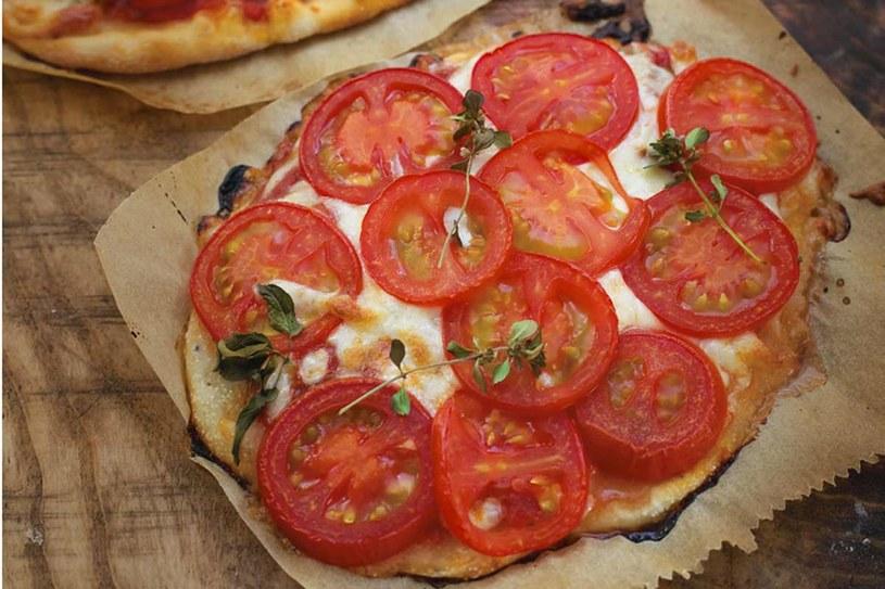 Współczesna pizza z pomidorami, mozzarellą i bazylią, czyli margherita, powstała w Neapolu w 1889 roku na cześć królowej Małgorzaty Sabaudzkiej, fot. Eliza Mórawska /Pani