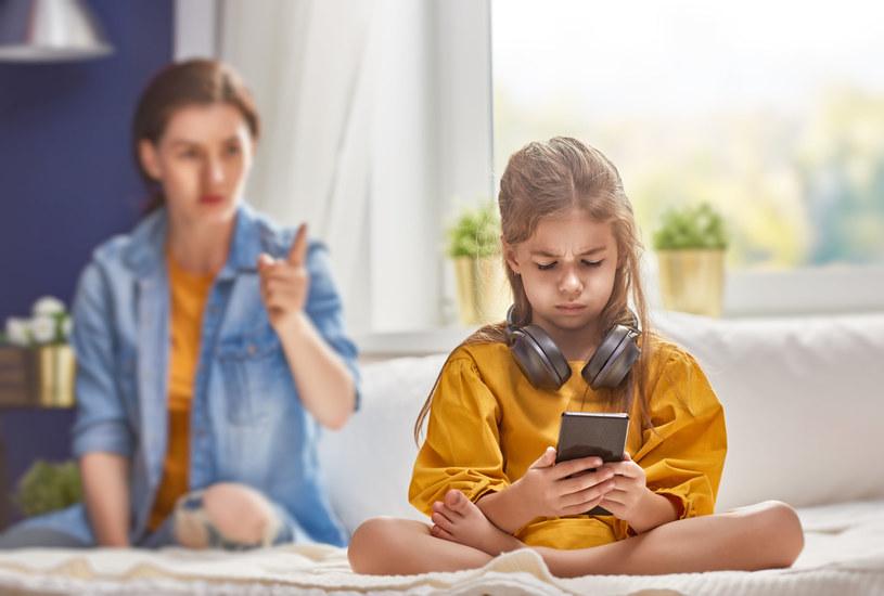 Współczesne nastolatki pierwszy smartfon dostają najczęściej w wieku siedmiu lat /123RF/PICSEL