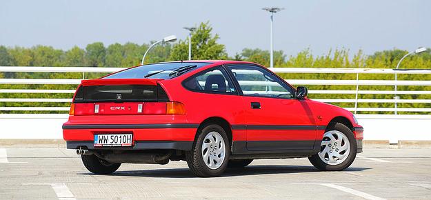 Współczynnik oporu aerodynamicznego CRX-a to 0,29. Kontynuację sylwetki tego coupe można znaleźć w późniejszym modelu Insight. /Motor