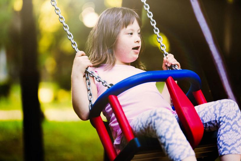 Wspólna, pełna radości zabawa to dla dzieci z niepełnosprawnościami najlepsza zabawa! /123RF/PICSEL