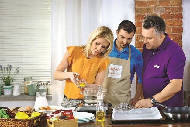 Wspólne przygotowanie posiłków i celebrowanie jedzenia poprawi relacje w każdej rodzinie. /Mat. Prasowe