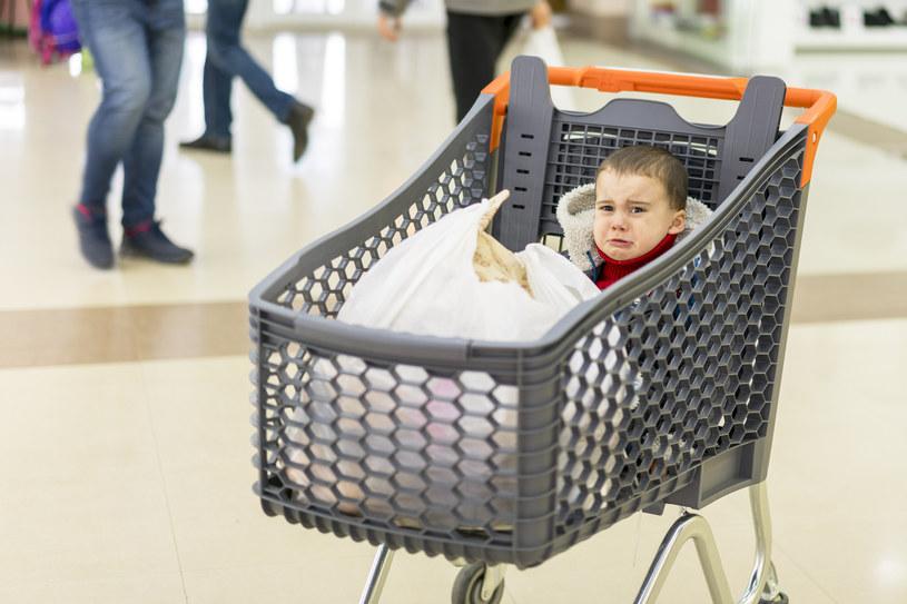 Wspólne zakupy nie zawsze są atrakcją dla dziecka /123RF/PICSEL