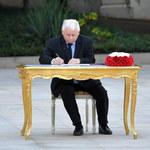"""Wspólne zdjęcie po zaprzysiężeniu bez Kaczyńskiego. """"Był lekko podziębiony"""""""