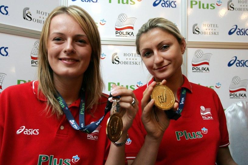 Wspomnień czar. Sylwia Pycia (z prawej) ze złotym medalem mistrzostw Europy w 2005 roku /Fot. ADAM NOCON /East News