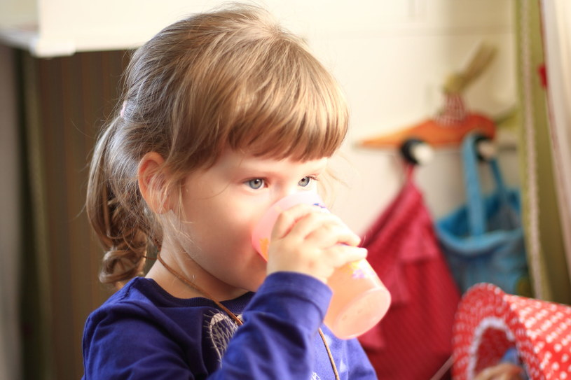 Wspomóż odporność dziecka naturalnymi metodami /123RF/PICSEL
