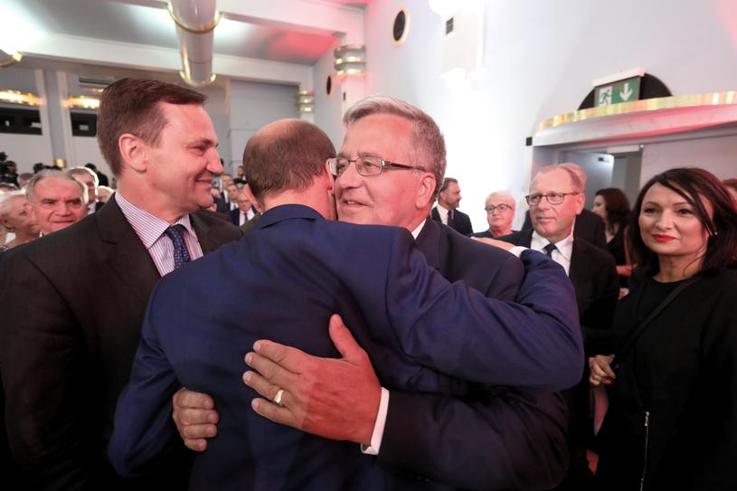 Wśród gości m.in. Radosław Sikorski i Bronisław Komorowski /Tomasz Gzell   /PAP