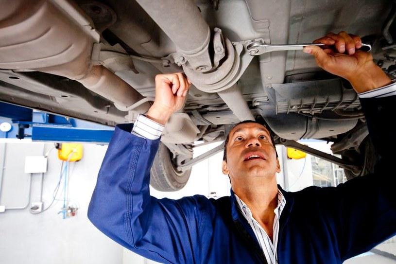 Wśród mechaników połowa od razu zaproponowała pracę bez rachunku /123RF/PICSEL