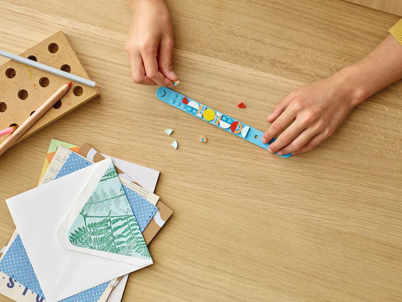 Wśród nowości LEGO DOTS znalazły się m.in. kolejne wzory bransoletek /materiały prasowe