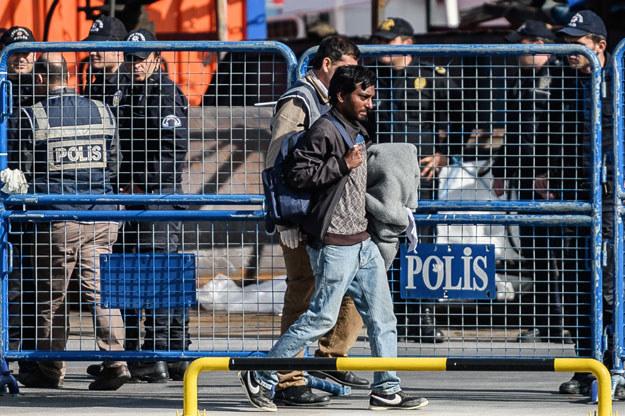 Wśród odesłanych migrantów brak Syryjczyków. To głównie osoby z Pakistanu i Bangladeszu /AFP