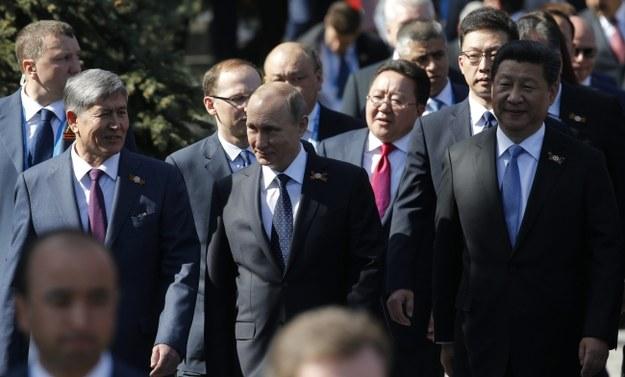 Wśród zgromadzonych na trybunie obok Mauzoleum Lenina byli przywódcy 23 z zaproszonych 68 państw /Alexander Zemlianichenko /PAP/EPA