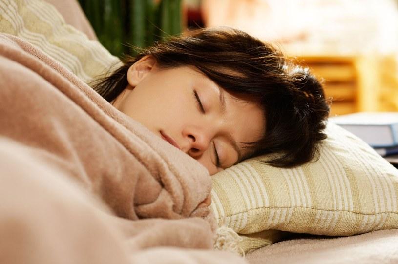 Wstań zaraz, jak tylko usłyszysz dźwięk budzika i skoncentruj się na bieżących czynnościach /123RF/PICSEL