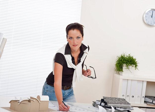 Wstawanie i chodzenie po biurze sprzyja odchudzaniu /© Panthermedia