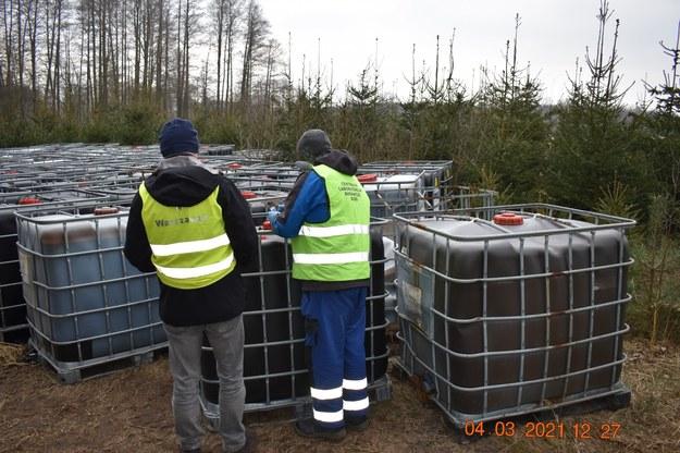 Wstępne wyniki wskazują na to, że w pojemnikach jest  silnie zanieczyszczony w procesach galwanizacyjnych kwas /WIOŚ Warszawa /