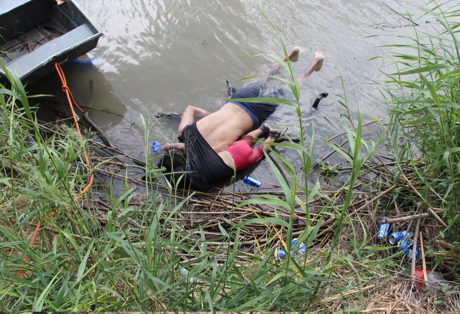 Wstrząsające zdjęci ojca i dziecka, które obiegło świat /Abraham Pineda /PAP/EPA