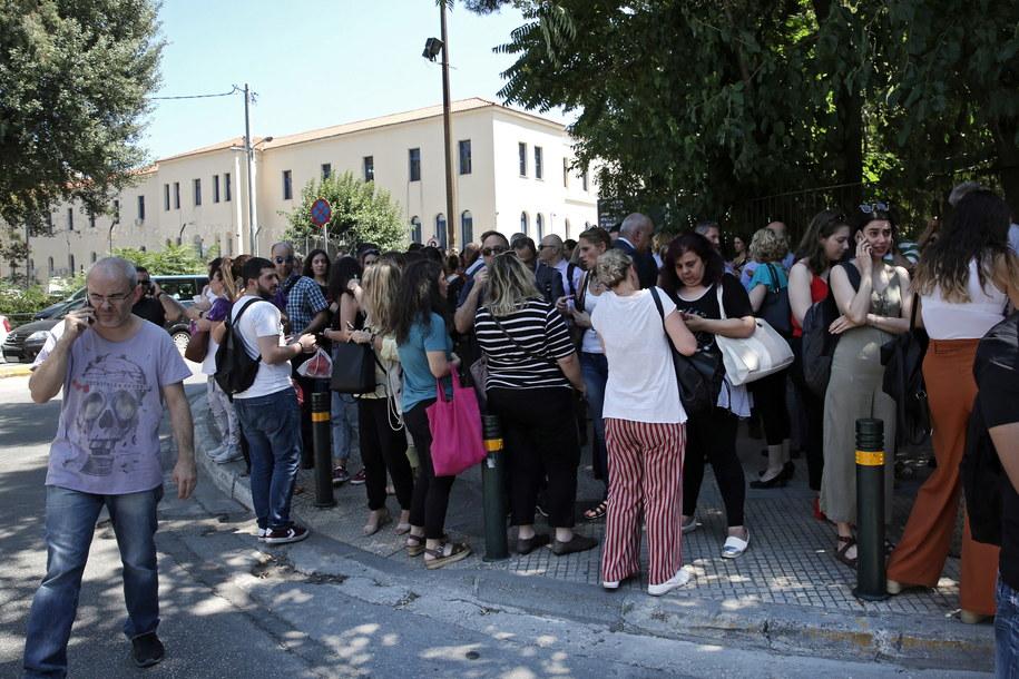 Wstrząsy wyczuwalne były w stolicy, gdzie ludzie w panice wybiegali z budynków /SIMELA PANTZARTZI  /PAP/EPA