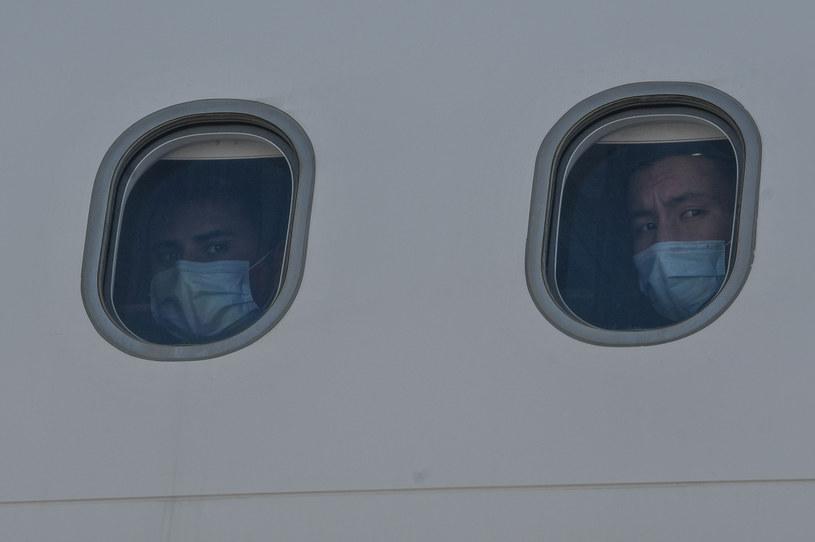 Wszedł na pokład samolotu, był chory na koronawirusa / zdjęcie ilustracyjne /AFP