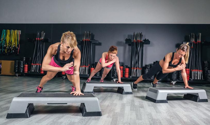 Wszelkie rodzaje ćwiczeń, za wyjątkiem jogi, poprawiają funkcje poznawcze /123RF/PICSEL
