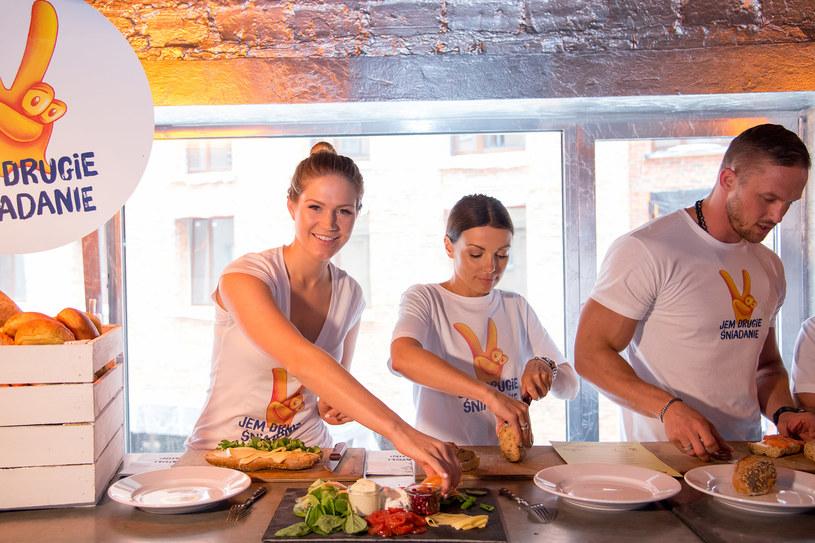 Wszyscy ambasadorzy akcji zgodnie przyznają, że drugie śniadanie jest stałym posiłkiem w menu ich rodzin /materiały prasowe