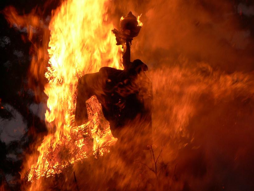 Wszyscy Katarzy, których pojmali katolicy spłonęli na stosach /123RF/PICSEL