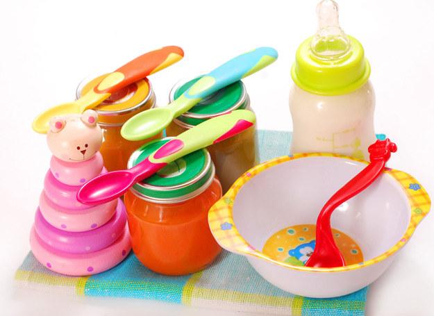 Wszystkie naczynia dla przeznaczone dla dziecka powinny być wyparzone /123RF/PICSEL