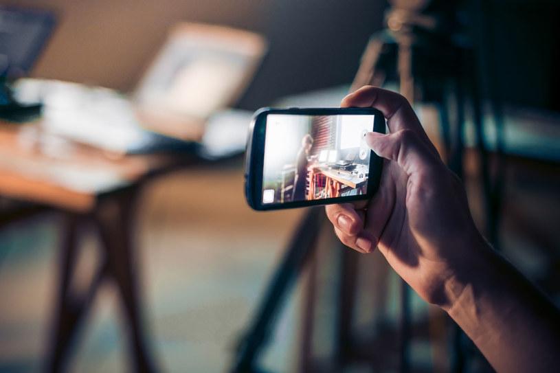 Wszystkie wykryte aplikacje wyświetlały użytkownikowi fałszywy ekran logowania do Instagrama /123RF/PICSEL