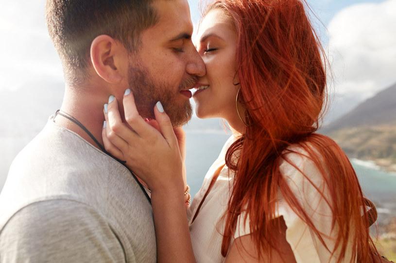 Wszystkie związki mają swoją dynamikę. Oczywiście można powiedzieć, że każda miłość jest wyjątkowa, trudno jednak nie zauważyć, że pewne jej cechy stają się regułą dla wielu związków /123RF/PICSEL
