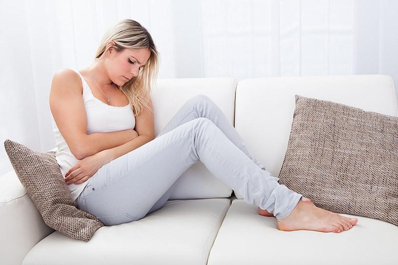 Wszystkiemu winne są hormony żeńskie, a dokładnie niedobór progesteronu oraz nadmiar estrogenu /123RF/PICSEL