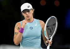 WTA w Madrycie. Świątek i Mattek-Sands wygrały po emocjonującym starciu