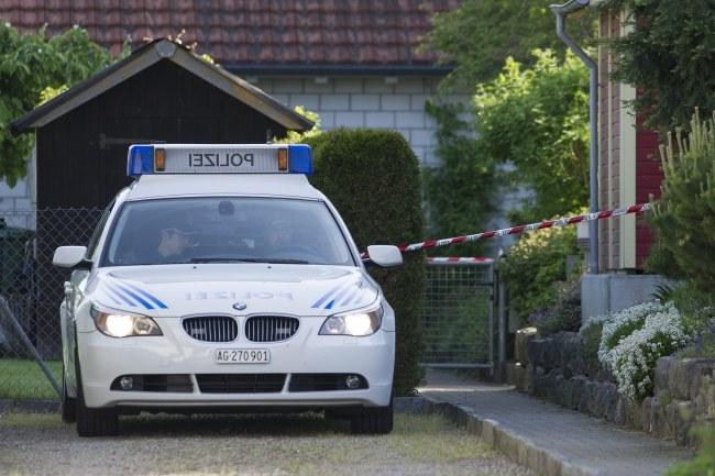 Wuerenlingen: Samochód policyjny na miejscu zdarzenia /PAP/EPA