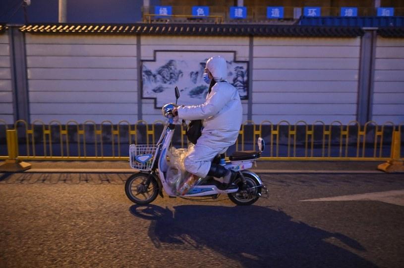 Wuhan, koniec marca. Mieszkańcy nadal zachowują wszystkie środki ostrożności /AFP