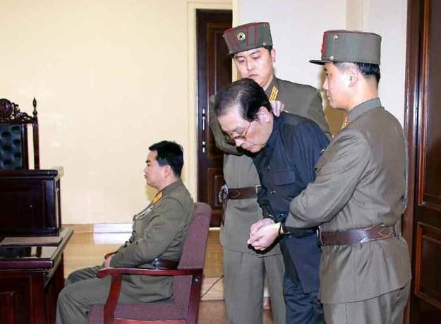 Wuj Kim Dzong Una w sądzie /AFP