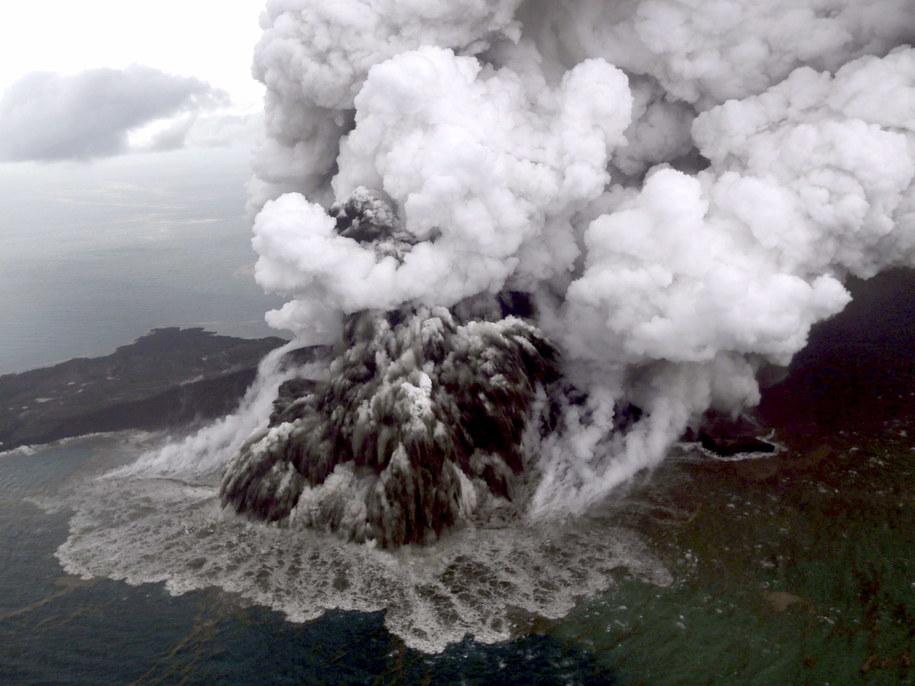 Wulkan Anak Krakatau /Nurul Hidayat/Bisnis Indonesia /PAP/EPA