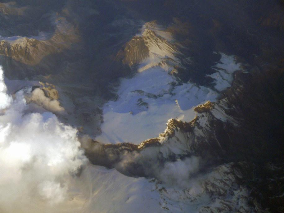 Wulkan pod lodowcem Eyafalla. Jego wybuch zakłócił ruch lotniczy w 2010 roku / Rolf Wilms    /PAP/EPA