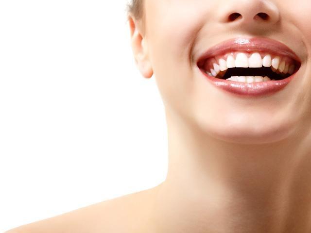 Wybielanie zębów /© Photogenica