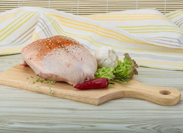 Wybieraj mięso z ekologicznych hodowli. /123RF/PICSEL