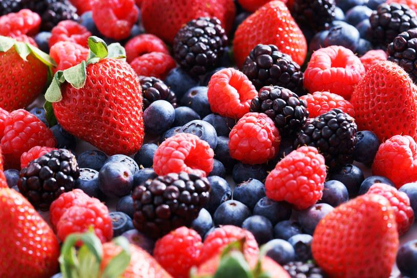 Wybieraj owoce w mocnych, kontrastowych kolorach - są najzdrowsze! /123RF/PICSEL