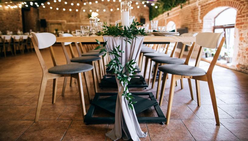 Wybierając dzień na ślub należy wziąć pod uwagę, czy wymarzona sala weselna nie jest już zarezerwowana /123RF/PICSEL