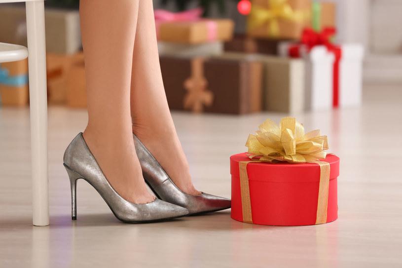 Wybierasz się na wigilię do rodziny? Nie zapomnij o butach na przebranie /123RF/PICSEL