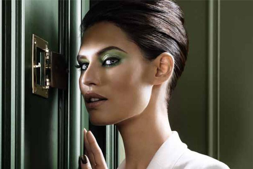 Wybierz kolor cienia kontrastujący z tęczówką /materiały prasowe