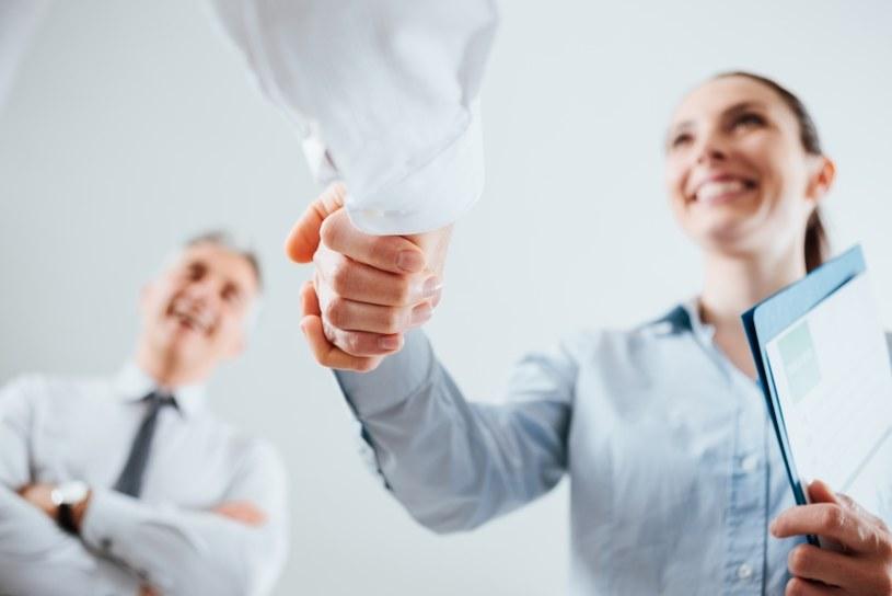 Wybierz korzystną dla siebie umowę /©123RF/PICSEL