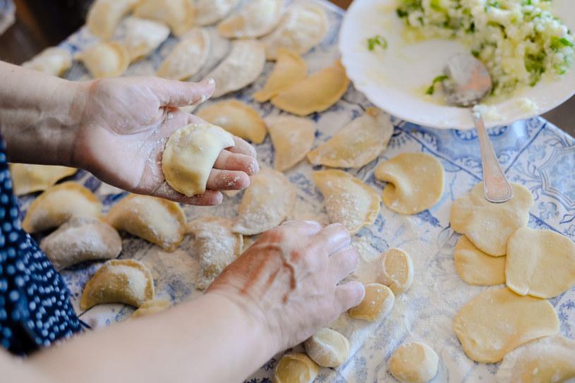 Wybór odpowiedniej mąki sprawy, że ciasto na pierogi wyjątkowo delikatne /123RF/PICSEL
