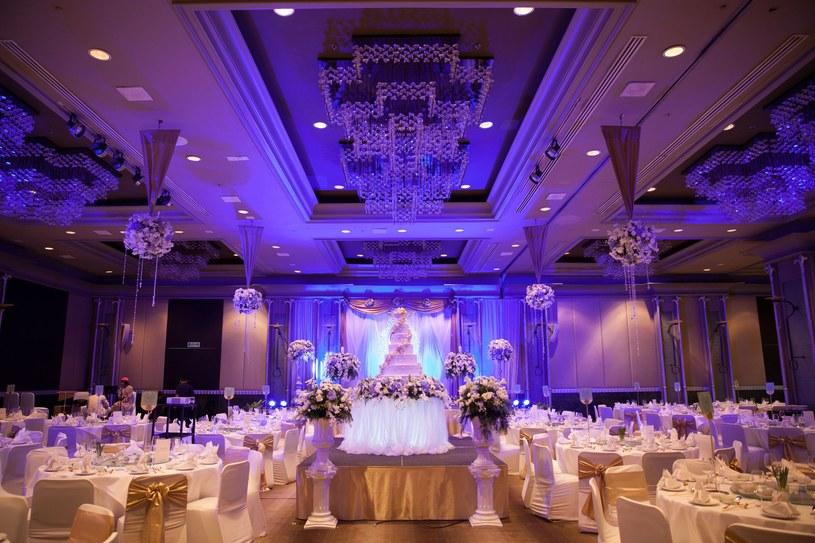 Wybór odpowiedniej sali to najważniejszy etap przygotowań do wesela /123RF/PICSEL