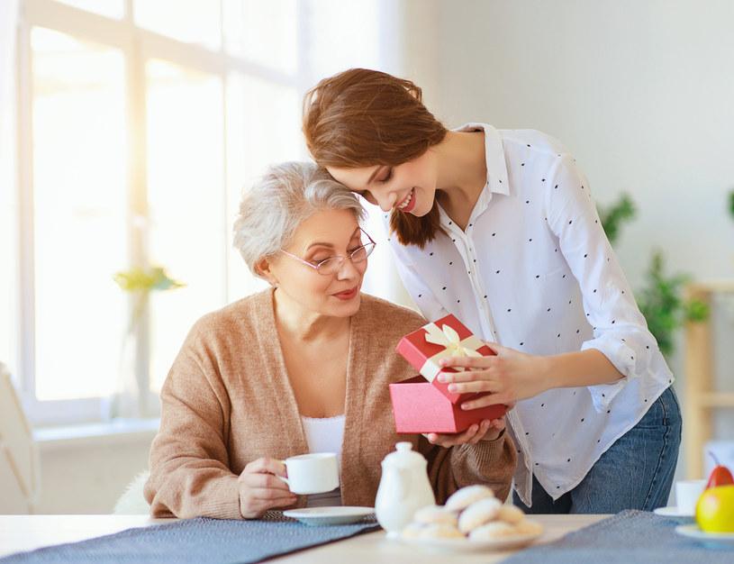 Wybór prezentu na tak wyjątkową okazję, jaką jest Dzień Matki, wcale nie jest prosty /123RF/PICSEL