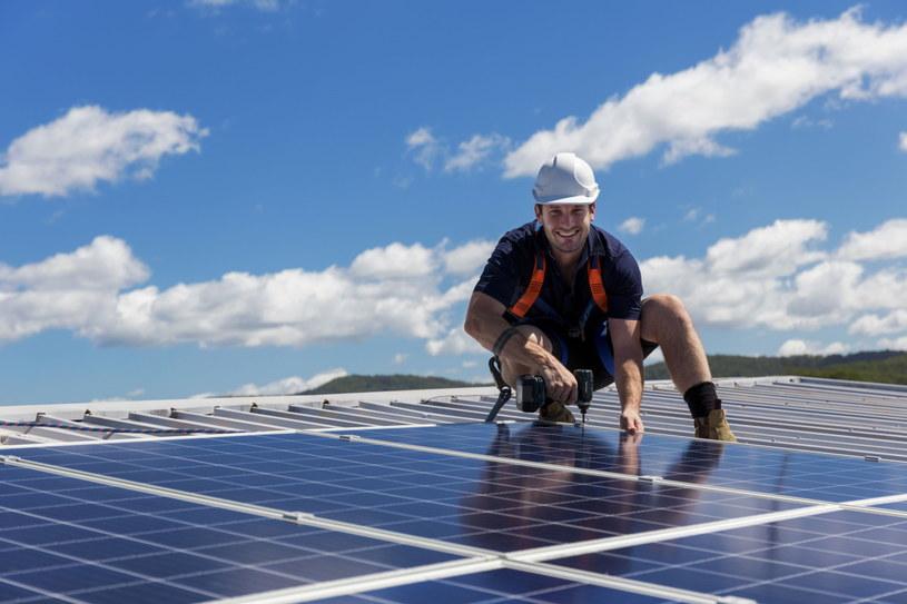 Wybór solidnego dostawcy paneli fotowoltaicznych zagwarantuje nam bezpieczeństwo i optymalne pozyskanie energii /123RF/PICSEL