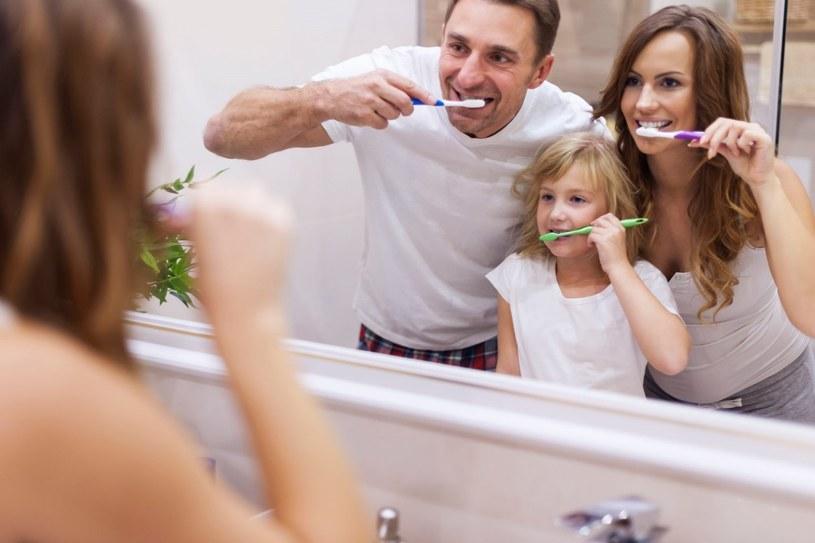 Wybór szczoteczki do zębów, która spełni wszystkie oczekiwania nie jest wcale taki łatwy /123RF/PICSEL